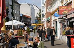 Strassencafe am Alma Wartenberg Platz - Leben in Hamburg Ottensen - Leben im Stadtteil.