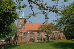 Historische Neuenfelder Kirche, Backsteinsaalbau - St. Pankratiuskirche - erbaut 1682 -  Bilder von Hamburgs Kirchen