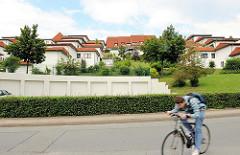 Mediterrane Wohnhäuser mit Ziegel gedeckt in Boberg, Stadtteil Hamburg Lohbrügge - Bezirk Bergedorf.