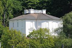 Landhaus Godeffroy - Bost, spätklassizistische Achitektur, 1836 von Arthur Patrick Mee entworfen.