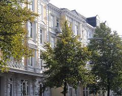 Restaurierte Gründerzeit-Hausfassaden in der Papenhuder STrasse in Hamburg Uhlenhorst, Bezirk HH-Nord.