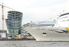 Das Kreuzfahrtschiff DELPHIN VOYAGER liegt am Cruise Center des Hamburger Hafen an der Hafencity. (2009)