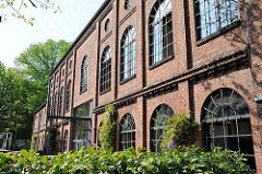 Fassade eine Werksgebäudes auf dem Gelände des Borselhofs in Hamburg Ottensen.