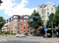 Historisches Wohngebäude aus der Gründerzeit - Wohnblocks der 50er Jahre in Hamburg Hamm.
