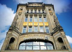Fassade Kontorhaus Seeburg - Spitaler Strasse - Fassadenschmuck; Architekturbilder aus den Hamburger Stadtteilen - Fotos aus Hamburg Altstadt.