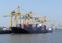 Containerfrachter unter Kränen am Kronprinzenkai im Kaiser Wilhelm Hafen Hamburgs.