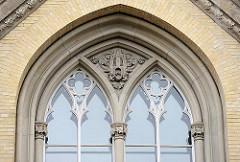 Fenster mit Dekor; ehem. Allgemeines Krankenhaus Altona; Max Brauer Allee.