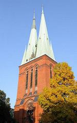 Doppeltürme / Kupferdach der St. Petrikirche HH-Altona Altstadt.