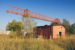Pinkertweg Industriebrache mit Krananlage.