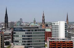 Bürogebäude in der Hamburger Hafencity - Türme der Hansestadt Hamburg - Bilder aus dem Bezirk Hamburg Mitte.