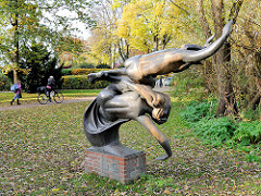 """Denkmal Heinrich Hertz - """"Ätherwelle"""" Friedrich Wield (1880 - 1940)"""
