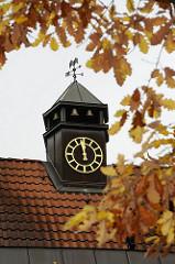 Uhrenturm des ehemaligen Rathauses von Hamburg Sasel.