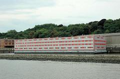 Wohnschiff Bibi Altona; Flüchtlingsschiff - zentrale Erstaufnahmestelle für Flüchlinge, Asylsuchende und Spätaussiedler.