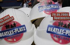 Erster Spatenstich - Bauhelme für den Beatles-Platz von Hamburg - Baubeginn.
