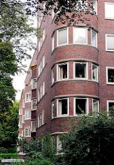 Wohnblock in Hamburg Eimsbüttel - wohnen am Isebekkanal - mehrstöckiges Wohnhaus  mit Ziegelfassade.