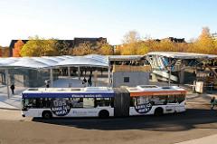 Poppenbüttler Busbahnhof - Gelenkbus der HVV.