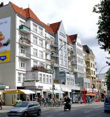 Architekturstile in Hamburg Eimsbüttel - Etagenhäuser der Gründerzeit an der Osterstrasse - Geschäfte an der Strasse.