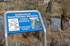 Hamburg Neuengamme Zaunreste des KZ Neuengamme an der Dove-Elbe.