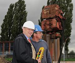 Bezirksamtsleiter Hamburg Harburg - Torsten Meinberg - Symbolischer erster Rammschlag für den neuen Sportboothafen Harburg
