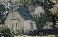 Historisches Heine Haus an der Elbchaussee - denkmalgeschützes Gebäude in Hamburg.