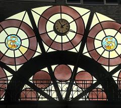 Dekorfenster in der 1896 gebauten Fischauktionshalle.