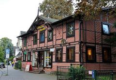 Fachwerkgebäude als Gewerberaum genutzt - historisches Gebäude in der Hamburg Rahlstedter Brockdorffstrasse.