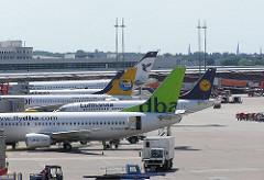 Hamburger Flughafen Fuhlsbüttel Verkehrsmaschinen auf dem Flughafenglände