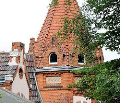 Ziegelturm des historischen Gasthofs Schützenhof in Hamburg Lohbrügge.