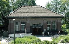 Eingang U-Bahnhof Sternschanze - Bahnhofsgebäude, Haltestelle der U-Bahn.