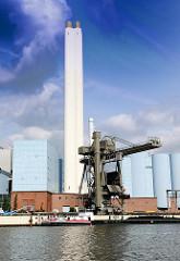 Krananlage des Kraftwerks Billbrook - die Kohleladung eines Binnenschiffs wird gelöscht - Fotos aus dem Hamburger Stadtteil Billbrook.