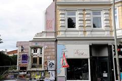 Gründerzeitgebäude mit Geschäft - Reste einer Hausfassade - Architektur Hamburg St. Pauli.