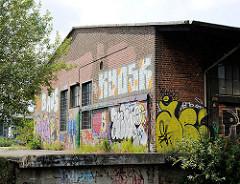 Kopfseite eines alten Lagergebäudes - Eisenbahnrampe; Bilder aus dem Hamburger Stadtteil Hafencity.