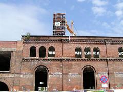 Altes Ziegelgebäude in Hein-Hoyer-Strasse, Maschinenfabrik - Industriearchitektur in Hamburg St. Pauli (2002)