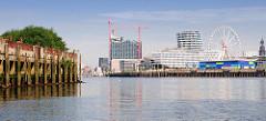 Blick vom Moldauhafen über die Elbe zur Hamburger Hafencity (2011) - Baustelle der Elbphilharmonie.