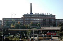 Blick über das Gelände des Harburger Bahnhofs zum Fabrikgebäude der Phoenix-Werke.