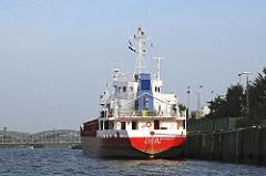 Hamburger Norderelbe - Frachtschiff am Holthusenkai - Elbbrücken / Stadtteil KLEINER GRASBROOK.