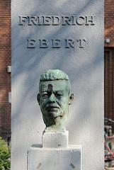 Skulptur Friedrich Ebert in der Wohnanlage Friedrich-Ebert-Hof