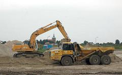 Baustelle Landebahnverlängerung Finkenwerder Airbuswerke - ca. 400 000 m³ Sand werden im Rahmen der Lande - und Startbahnverlängerung heran transportiert.