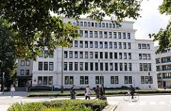 Wandsbeker Rathaus - Wandsbeker Bezirksamt in der Marktstrasse - Stadtteilbilder aus Hamburg Marienthal.