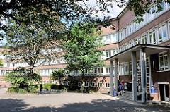 Ehem. Kirchenpauer-Realgymnasium am Hammer Steindamm - jetzige Fachhochschule für öffentliche Verwaltung Hamburg.
