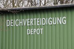 Depot der Deichverteidigung Neulaender Elbdeich.
