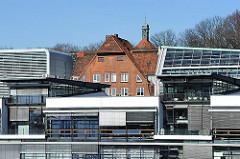 Moderne und historische Architektur Hamburgs.
