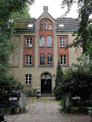 Stiftsgebäude vom Vorwerkstift in Hamburg, erbaut 1866 - Fotografien aus Hamburg St. Pauli.