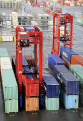 Containerstapler / Vancarrier auf dem Container Terminal EUROGATE in Hamburg Waltershof.