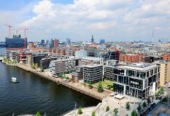 Grasbrookhafen im Hamburger Stadtteil Hafencity - Vasco da GAma Platz, Hafenpromenade.