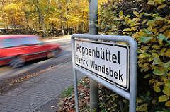 Grenze des Hamburger Stadtteils Poppenbüttel, Bezirk Wandsbek - schnell fahrendes Auto.