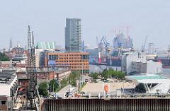 Neues Kreuzfahrtterminal Hamburg Altona - Bürogebäude mit roter Klinkerfassade am Altonaer Holzhafen - Bilder aus der Hafenstadt Hamburg.