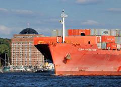 Bug des Frachters Cap Hamilton der Reederei Hamburg Süd - der 2009 gebaute Containerfrachter hat eine Länge von 262 m und kann 4255 Container ( TEU ) transportieren.