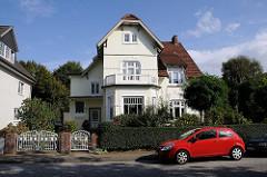 Jugendstilvilla im Hamburger Vorort Niendorf / Ordulfstrasse. Gartentor im Jugendstil - Stuckdekor - Architekturgeschichte Hamburgs