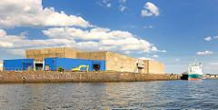 Alte Kühlhalle am Auguste Viktoria Kai - Kaiser Wilhelm Hafen im Hamburger Hafen - Stadtteil Steinwerder.